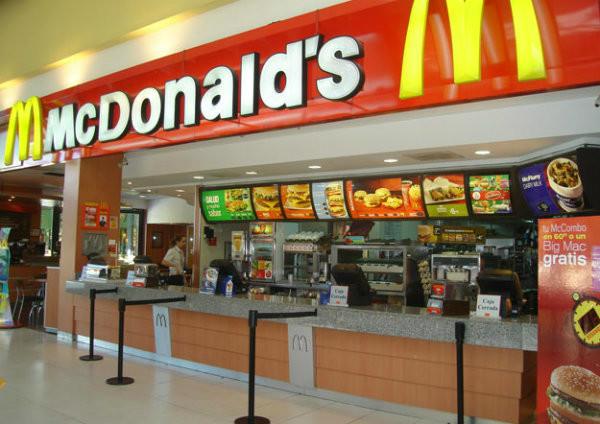 Restaurante da rede de franquias Mc Donald's.