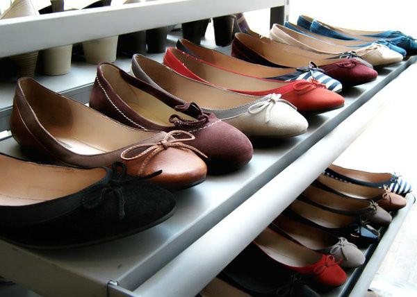 Diversas sapatilhas.